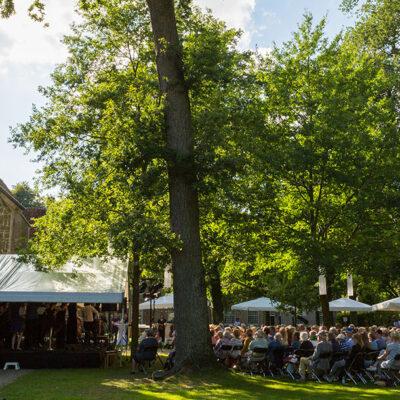 concert buiten op het stift 1440 x 610